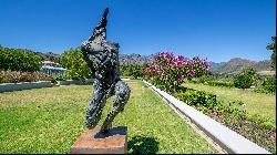Five of the world's best homes for sale with outdoor sculptures