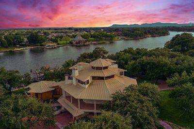 Nature's Paintbrush   5 Homes with Incredible Sunset Views