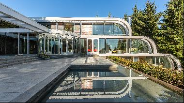 Five of the world's best homes for sale from the movies