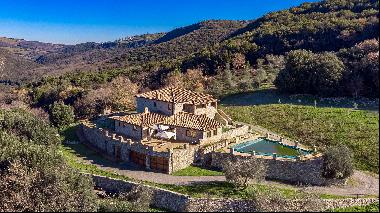 From dilapidated castle lookout to luxury Tuscan villa