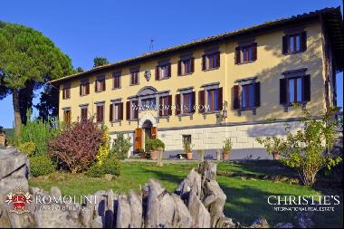 Chianti Classico - HAMLET WITH WINERY, HORSE RIDING CENTRE AND TENNIS COURT FOR SALE IN T