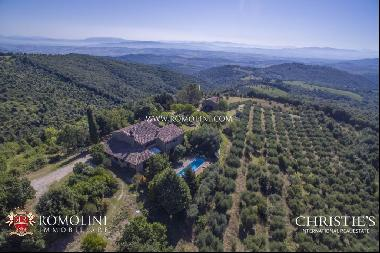 Umbria - HAMLET WITH STUNNING VIEWS OVER THE HILLS FOR SALE IN MARSCIANO, UMBRIA