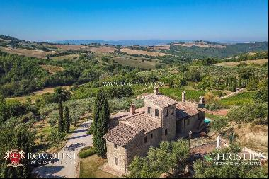 Umbria - COUNTRYSIDE PROPERTY WITH HOBBY VINEYARDS FOR SALE IN MONTEFALCO