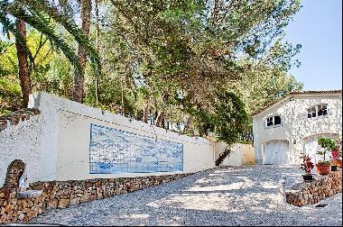 Unique 'quinta' in the centre of Cascais which has a land area of 31,060 sqm and a reside