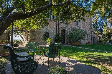Magnificent villa with a breathtaking view in Cortona