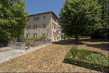Mas with pool and views on the Luberon for sale.