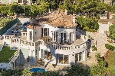 Lovely 3 bedroom villa for sale on Cap d'Antibes with sea views