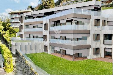 Wonderful 4-bedrooms apartment for sale with garden and Lake Lugano view