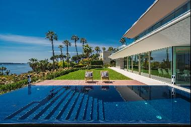 An exceptional modern villa for sale in secure domain in Cannes with panoramic views onto