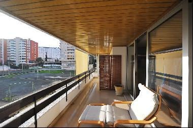5-bedroom apartment, with 300 sqm, in Miraflores centre.It is composed by a 15 sqm entry