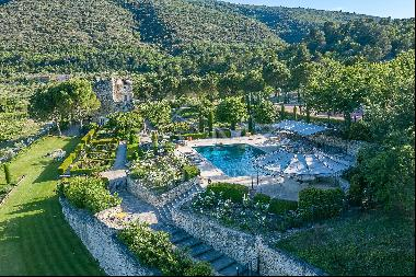 Bonnieux - Gorgeous property with tennis court and high level of amenities