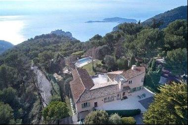 Beautifully appointed Provencal villa for sale in Eze with sea views