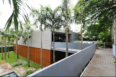 State of the art modernist home designed by Marcio Kogan