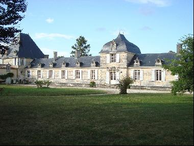 Magnificent 17th century Château in the Charente-Maritime