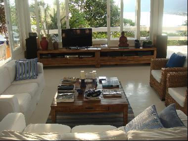 Oceanfront property with a majestic view in Maresias