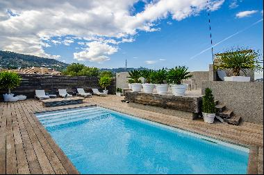 Large penthouse with private terrace and pool in Pedralbes