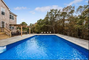 Lots of space for entertaining, pool and hot tub with new Sonos sound system throughout. A
