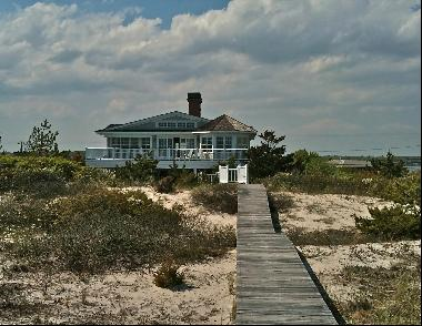 Oceanfront Traditional, beautifully designed with wonderful bay and ocean views from the u