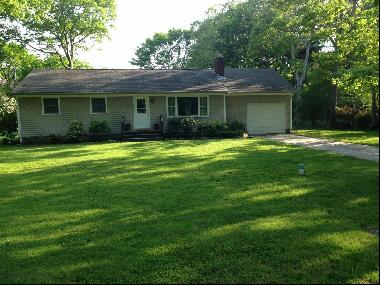 This lovely, single-story Cottage is close to Big Fresh Pond and Great Peconic Bay.  Enjoy