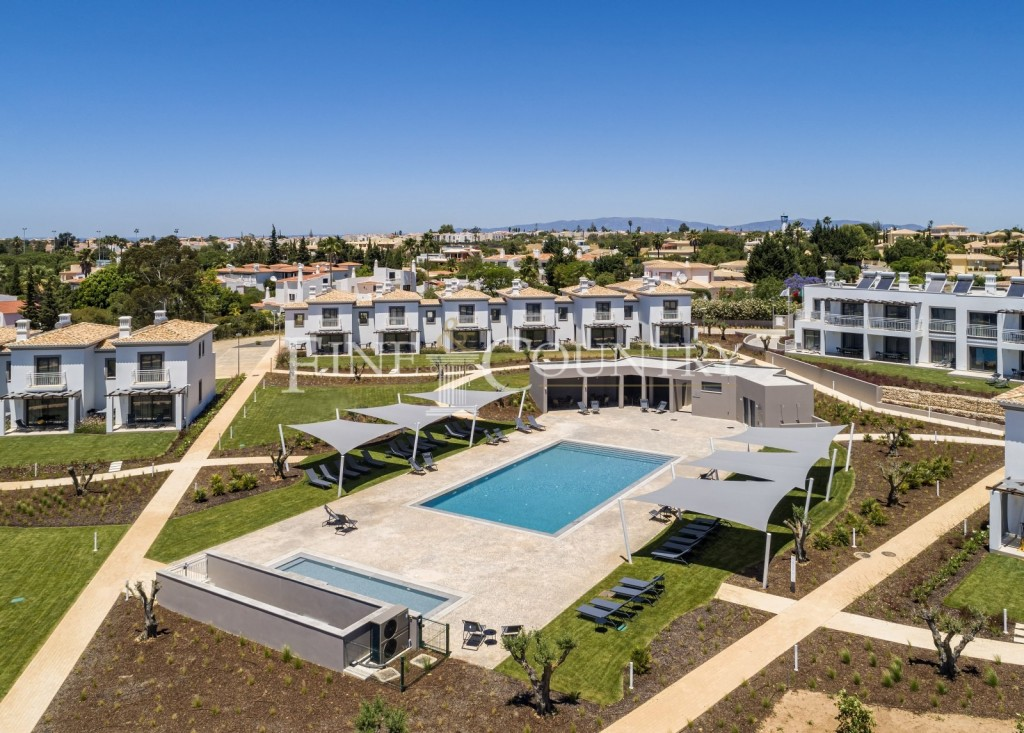 Carvoeiro - Townhouses on an exclusive resort with contemporary, modern style