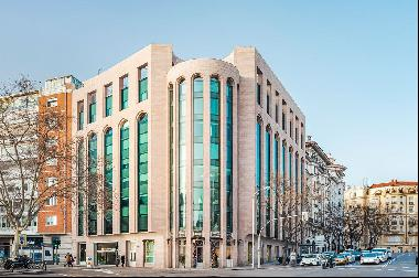 Offices located on Paseo de la Castellana, next to Emilio Castelar's roundabout, in one of