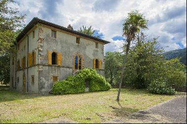 Stunning villa with breathtaking views of the Lucca countryside