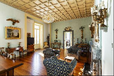 Wonderful historic villa with direct access to the lake, private wharf and boat