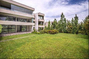 Spectacular and elegant apartment on 3 levels with own garden