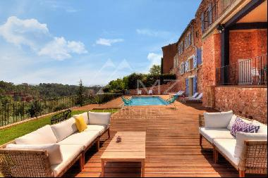 Roussillon - High-end home with open view