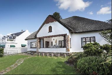 SPECTACULAR SEAFRONT PROPERTY UNDER THATCH