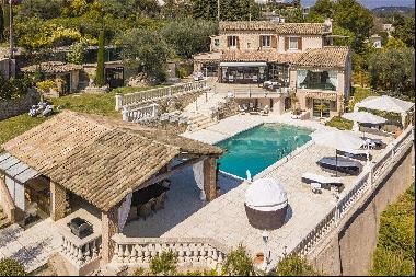 Beautiful 4 bedroom villa for sale with a guest house