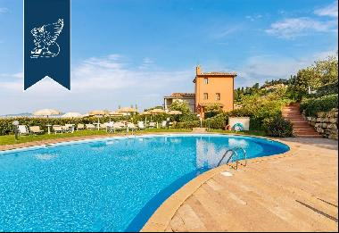 Magnificent property with swimming pool for sale in the heart of Tuscany