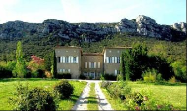 19th C. Château with many original features, 490m², 7 bedrooms with 5 bathrooms, 6 WC, sem