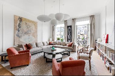Paris 8th District – A magnificent apartment with a balcony