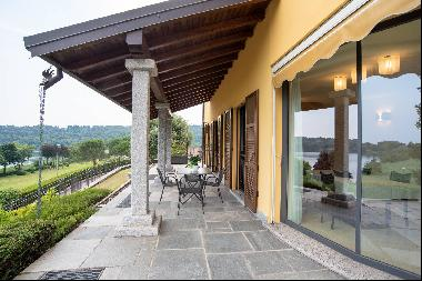 Elegant modern villa with a marvelous view of Lake Montorfano