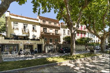 Building, with deep refurbishment required, located in the heart of Sintra.With a 346 sqm