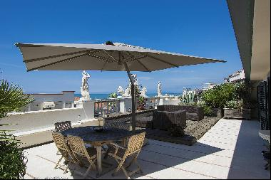 Delightful Luxury sea-front Penthouse in Versilia