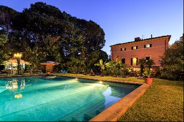 Romantic villa for sale in Pisa