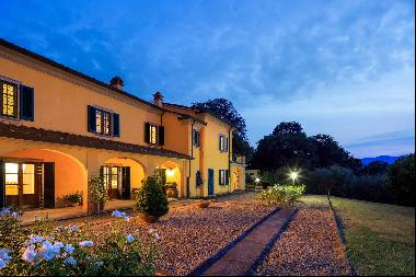 Luxury villa between Pisa and Florence