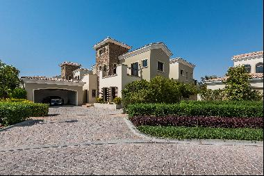 Spacious villa for sale in Jumeirah Golf Estates with lake and course