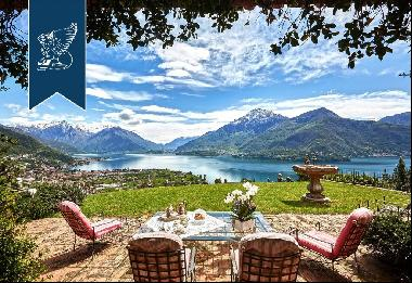 Luxury villa of great historical value for sale by Lake Como