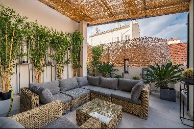 Superb four bedroom apartment located in the centre of Cannes on the Cote D'Azur.