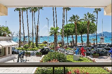 Cannes - Croisette - Elegant 3-rooms appartement with beautiful sea view