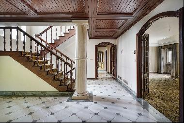 House, 9 bedrooms, for Sale