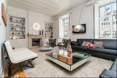 4 bedroom apartment, with 234 sqm, located in Chiado.The apartment is composed by an entr