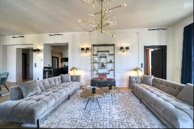 Sublime apartment located in one of the most prestigious areas in Cannes in the first buil
