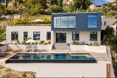 Recently built, modern villa of approximately 300 sq m of living space, offering spectacul