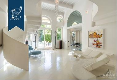 Apartment with pool and private garden for sale in Florence