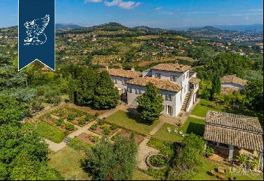Stunning villa with English-style garden for sale in Perugia