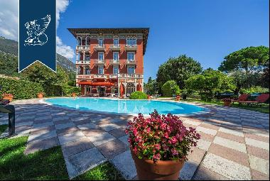 Prestigious hotel for sale directly overlooking the lake in the province of Brescia